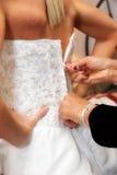 Fechar acima do vestido das noivas Fotografia de Stock Royalty Free