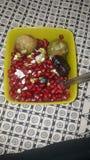 Fechas del pomogranate del higo de la ensalada de frutas de los bocados fotografía de archivo