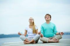 Fechas meditating Fotografía de archivo libre de regalías