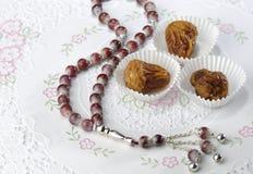 Fechas y rosaary árabes Fotografía de archivo libre de regalías