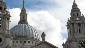 Feche acima da abóbada da catedral de St Paul, Londres video estoque