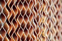 Feche acima da almofada marrom suja velha do papel da celulose ou de c evaporativo Foto de Stock