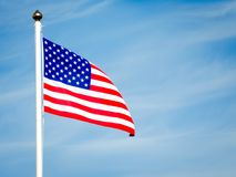 Feche acima da bandeira americana que funde no vento Imagens de Stock Royalty Free