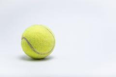 Feche acima da bola de tênis imagem de stock