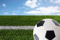 Feche acima da bola do futebol ou de futebol sobre o branco Imagem de Stock Royalty Free