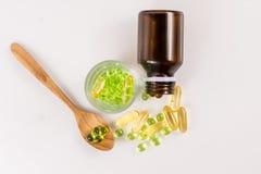 Feche acima da cápsula do óleo da prímula de noite, alimento suplementar Foto de Stock