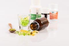 Feche acima da cápsula do óleo da prímula de noite, alimento suplementar Imagens de Stock Royalty Free