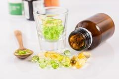 Feche acima da cápsula do óleo da prímula de noite, alimento suplementar Fotografia de Stock Royalty Free