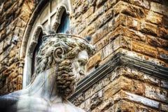 Feche acima da cabeça da estátua de Netuno no della Signoria da praça em Flor Imagens de Stock