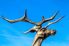 Feche acima da cabeça da estátua dos cervos foto de stock royalty free