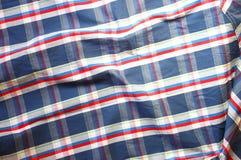 Feche acima da camisa masculina do vintage, teste padrão quadriculado Imagem de Stock
