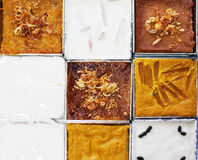 Feche acima da cara da sobremesa tailandesa com leite de coco na caixa de alumínio Imagens de Stock