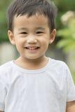 Feche acima da cara das crianças asiáticas que olham à câmera Foto de Stock Royalty Free