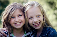 Feche acima da cara de crianças felizes ao rir fotos de stock royalty free