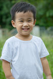 Feche acima da cara de sorriso das crianças asiáticas que olham à câmera Imagem de Stock Royalty Free