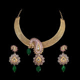 Feche acima da colar de diamante com anel de orelha do diamante Imagem de Stock Royalty Free