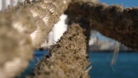 Feche acima da corda grande dos ferryboats no porto da separação, Croácia vídeos de arquivo