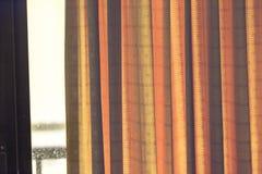 Feche acima da cortina em uma janela Imagem de Stock