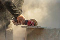 Feche acima da ferramenta industrial, moedor que corta a parte de pedra Foto de Stock Royalty Free