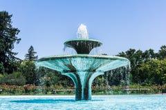 Feche acima da fonte de água em Rose Garden municipal, San Jose, Califórnia imagens de stock