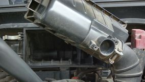 Feche acima da força aérea elétrica de utilização mecânica dos ventiladores do tiro que funde ao filtro do motor de automóveis pa filme