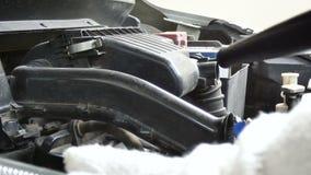 Feche acima da força aérea elétrica de utilização mecânica dos ventiladores do tiro que funde ao filtro do motor de automóveis pa vídeos de arquivo