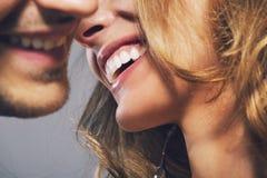 Feche acima da foto de pares novos alegres Imagens de Stock Royalty Free