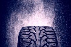 Feche acima da foto do pneu do inverno em Finlandia Fotografia de Stock Royalty Free