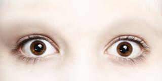 Feche acima da foto dos olhos do menino largamente abertos Imagem de Stock Royalty Free