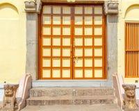 Feche acima da ideia da porta do templo hindu, Kumbakonam, Índia, o 15 de dezembro de 2016 Fotos de Stock Royalty Free