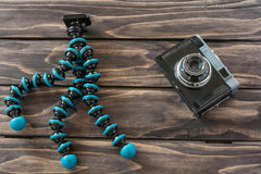 Feche acima da ideia de um tipo câmera da vagem do gorila do vintage do tripodand Foto de Stock