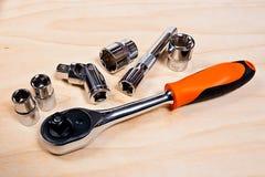 Feche acima da ideia do conjunto de ferramentas do reparo no fundo de madeira Imagem de Stock Royalty Free