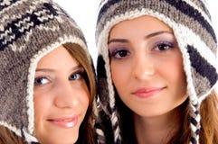 Feche acima da ideia dos adolescentes bonitos que desgastam o tampão de lã Fotografia de Stock Royalty Free