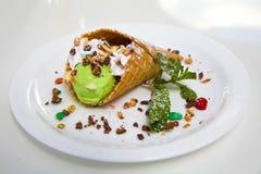 Feche acima da imagem do cone de gelado verde e branco Fotografia de Stock Royalty Free