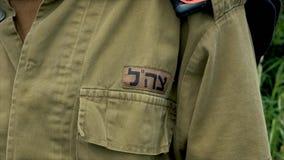 Feche acima da inscrição em IDF do uniforme militar - força de defesa israelita filme