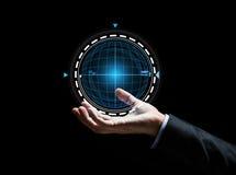 Feche acima da mão do homem de negócios com holograma Fotos de Stock