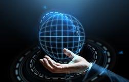 Feche acima da mão do homem de negócios com holograma Imagens de Stock Royalty Free