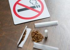 Feche acima da marijuana ou do cigarro feito a mão Imagens de Stock