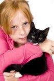 Feche acima da menina e do gatinho imagem de stock