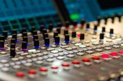 Feche acima da metragem do misturador audio Fotografia de Stock Royalty Free