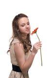 Feche acima da mulher bonita nova com espaço livre compo fotos de stock