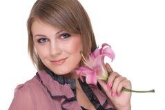 Feche acima da mulher bonita nova com flor fotografia de stock royalty free