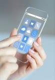 Feche acima da mulher com ícones do app no smartphone Imagens de Stock Royalty Free