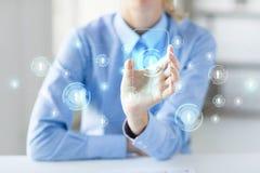 Feche acima da mulher com smartphone transparente Imagens de Stock