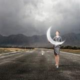 Feche acima da mulher de negócios que realiza na Lua cheia das mãos Foto de Stock Royalty Free