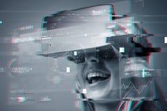 Feche acima da mulher em auriculares da realidade virtual fotos de stock
