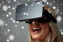 Feche acima da mulher em auriculares da realidade virtual Imagem de Stock Royalty Free