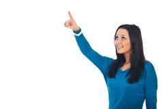 Feche acima da mulher que aponta acima Imagem de Stock