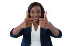 Feche acima da mulher que mostra os polegares acima do gesto fotos de stock royalty free