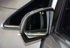 Feche acima da opinião de verso do espelho retrovisor Imagens de Stock